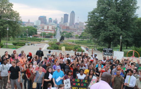 Des Moines rallies to support Ferguson community