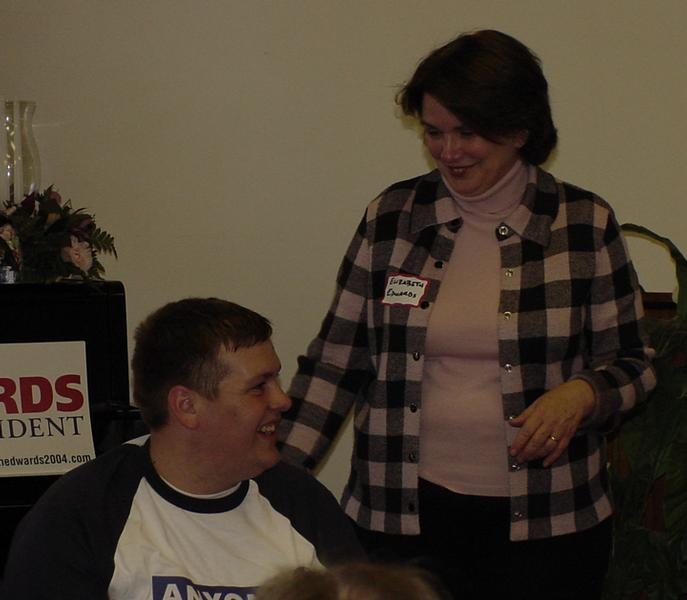 Sen. John Edwards gets help from alumni to rally support
