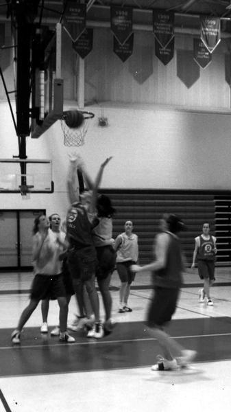 Women's basketball looks toward defending the title
