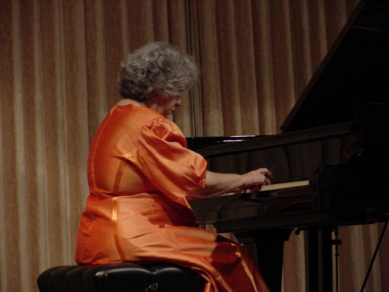 Cuban pianst performs to perfection