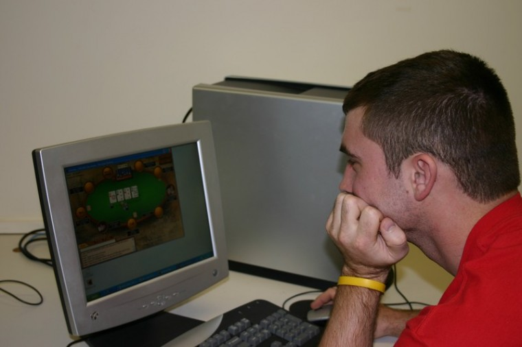 Poker+players+flock+to+PCs