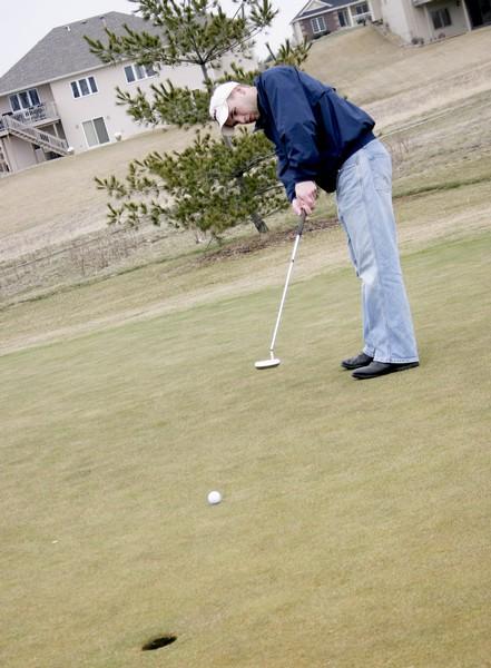 Golf teams look to regain focus for spring