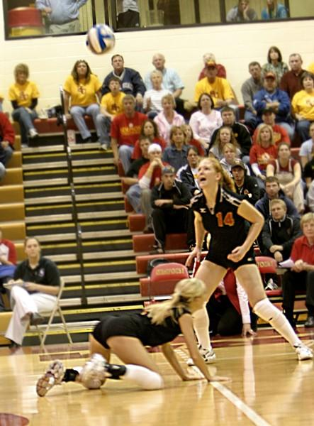 Volleyball wins first round of NCAA Regional Tournamnet, eliminated in second round