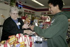 Indianola Hy-Vee Gas sells winning Hot Lotto ticket