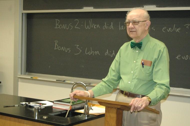 Popular+Chemistry+professor+scales+back