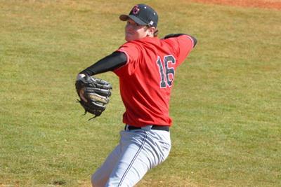 Baseball team begins season in Arizona