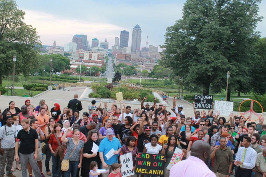 Des+Moines+rallies+to+support+Ferguson+community