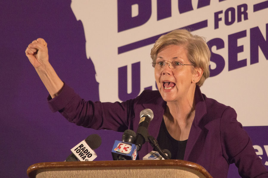 Sen.+Elizabeth+Warren+talks+college+affordability+at+Bruce+Braley+event