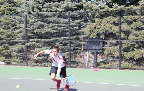 Tennis starts the IIAC season splitting with Loras and Dubuque