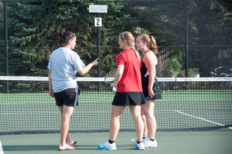 Women's tennis sweeps Dubuque doubleheader to stay undefeated