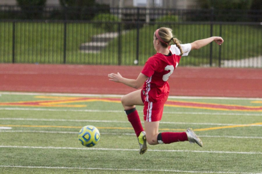 Women's soccer outplayed at Central, still winless in IIAC