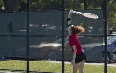 Women's tennis drops early lead, Vikings weather Storm