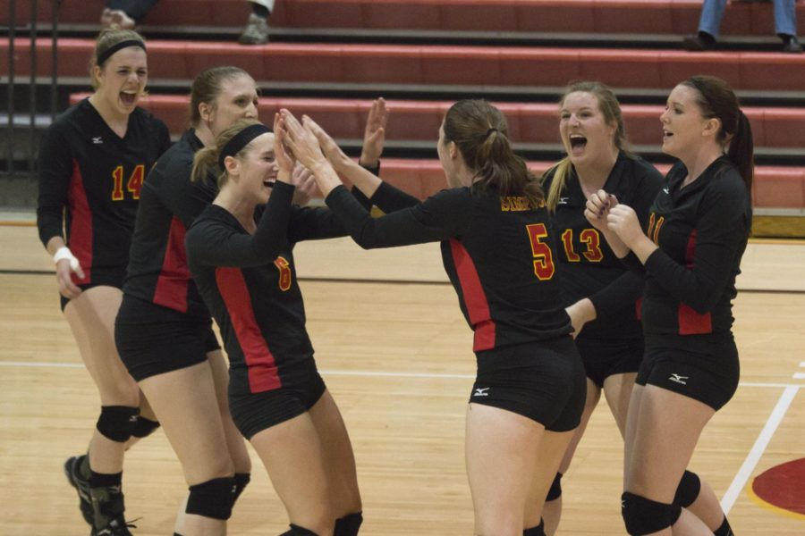 Volleyball succumbs to Graceland comeback
