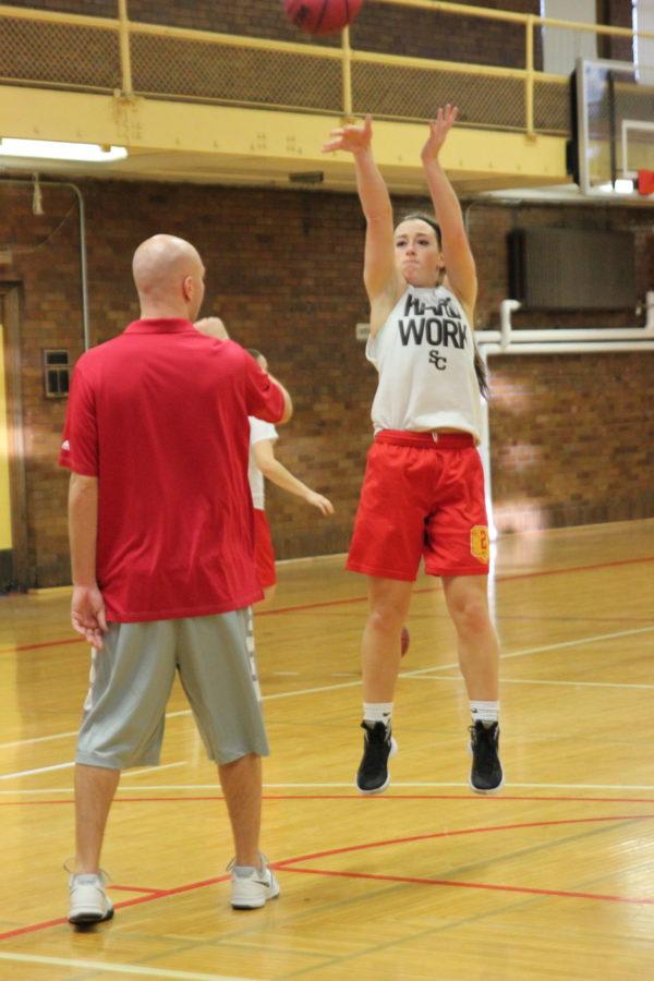 Balanced+Simpson+women%27s+basketball+takes+to+the+court