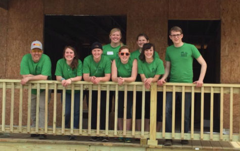 Simpson College students give back over spring break