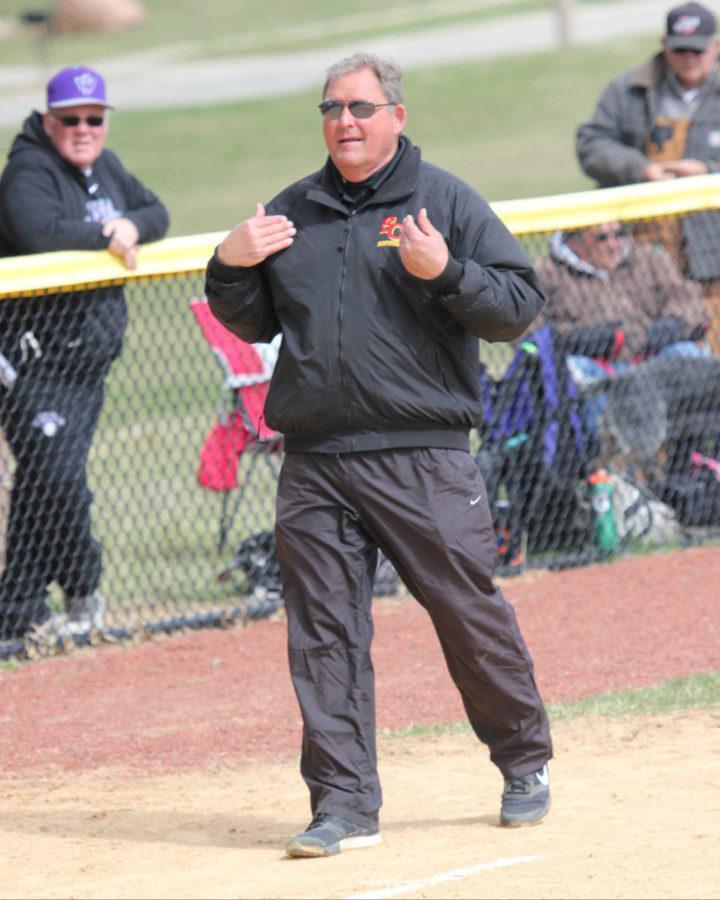 Interim+softball+coach+looks+to+bridge+gap+between+coaches