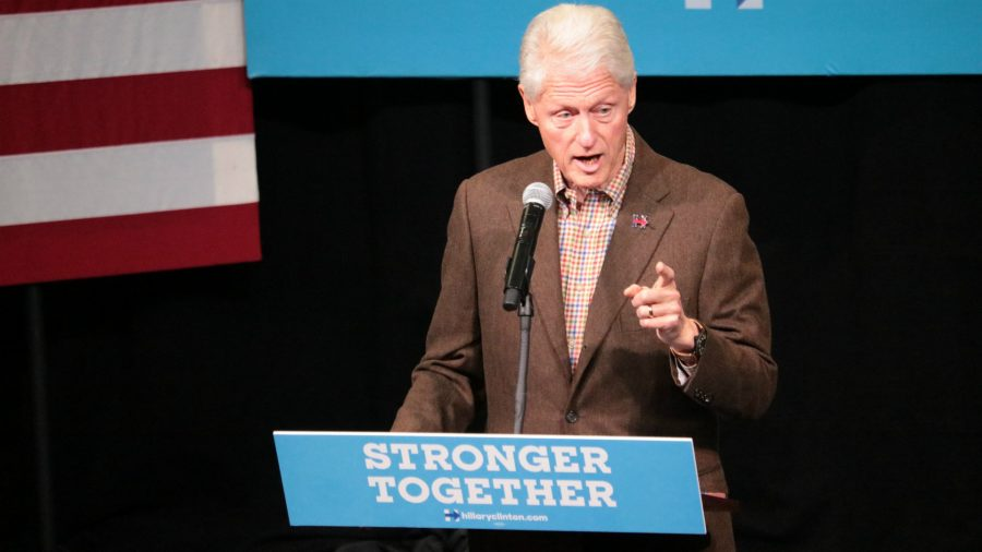 Former+President+Bill+Clinton+stumps+for+Hillary+Clinton+at+Simpson+College