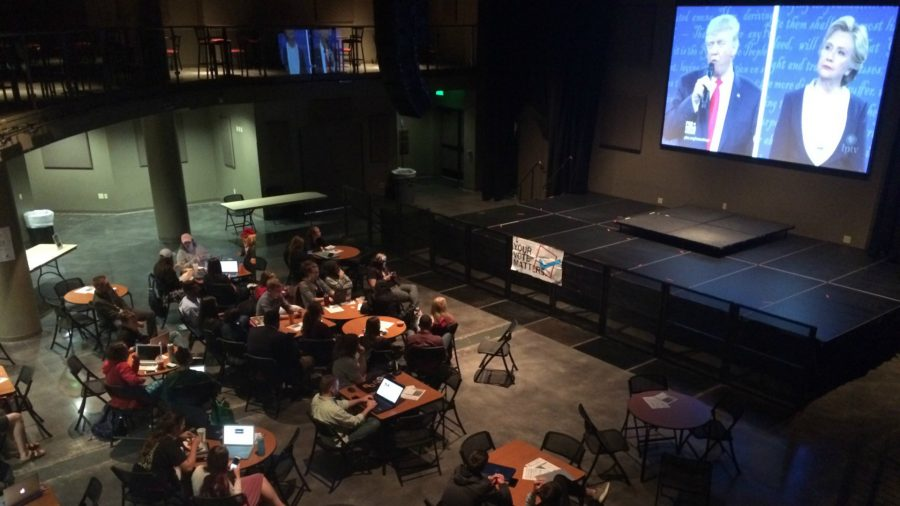 Simpson+students+gather+for+bipartisan+debate+watch+party