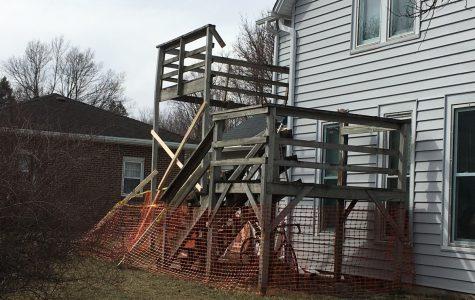 Deck collapses at La Casa Unida, students injured