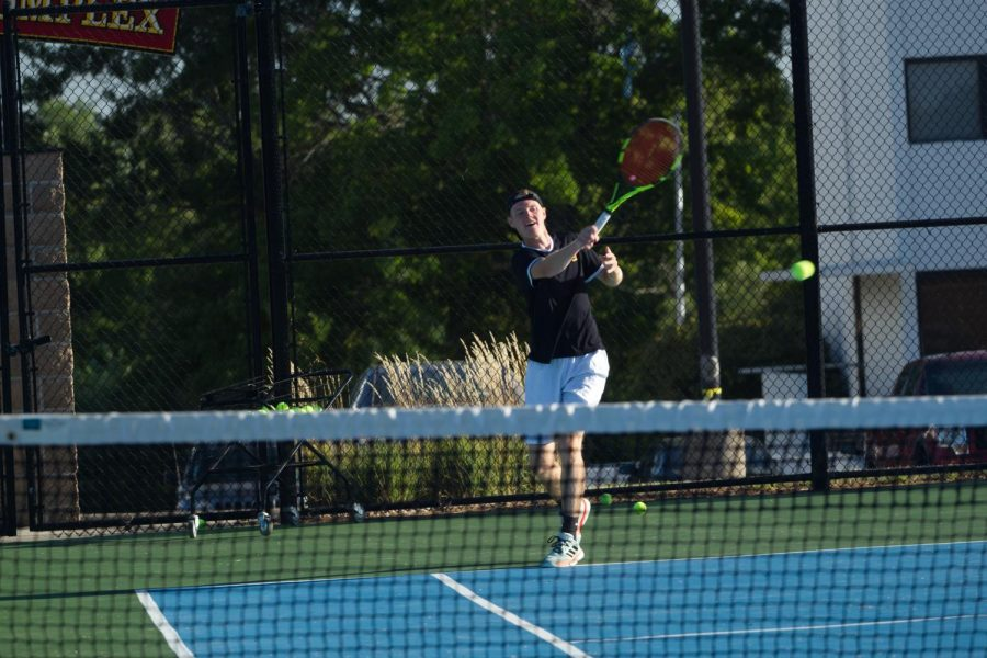 Simpson College tennis team looks for younger members to step up
