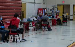 Simpson students and Indianola residents get the COVID-19 vaccination in Cowles Fieldhouse. Photo by Jacob Kuehl.