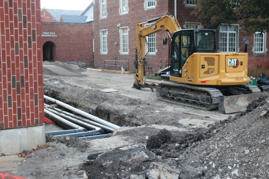 Construction+has+been+in+progress+beside+Dunn+Library+since+the+semester+first+began.