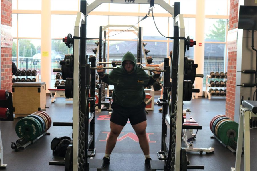 Vice-President+of+the+Simpson+College+Powerlifting+Club%2C+Brennan+Linn%2C+prepares+to+do+a+back+squat.+%0A